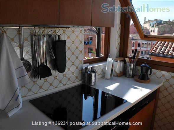 """""""La Zagara"""": wide and bright top-floor flat overlooking Venice's rooftops Home Rental in Venezia, Veneto, Italy 4"""