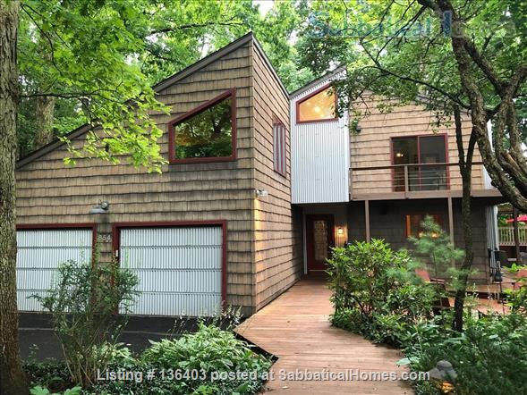 Stunning, Spacious, Sun-Drenched Modern Home. Walk to Campus. Home Rental in State College, Pennsylvania, United States 1