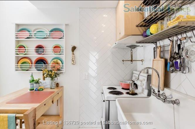 Microhouse - Condo in the heart of Little Italy December 1 - March 1, 2021 Home Rental in Montreal, Quebec, Canada 2