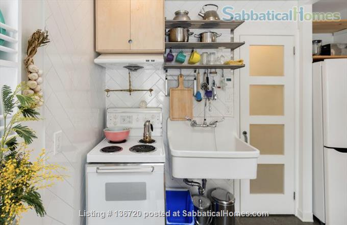 Microhouse - Condo in the heart of Little Italy December 1 - March 1, 2021 Home Rental in Montreal, Quebec, Canada 4