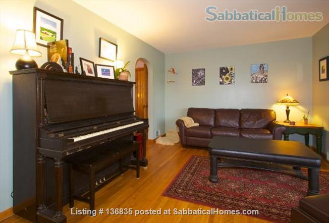 Central to enjoy all Burlington has to offer Home Rental in Burlington, Vermont, United States 3