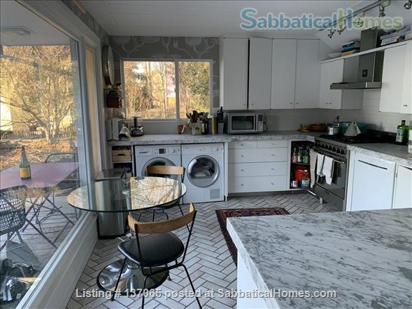 Charming Light-filled Bungalow 10 minute walk from Brown/RISD, Downtown and Train Station Home Rental in Providence, Rhode Island, United States 4