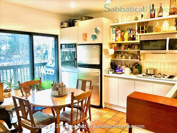 Beautiful Detached Home near downtown Unis and Hospitals Home Rental in Toronto, Ontario, Canada 2