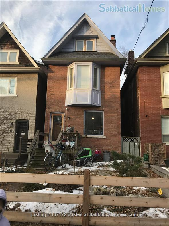 Beautiful Detached Home near downtown Unis and Hospitals Home Rental in Toronto, Ontario, Canada 3