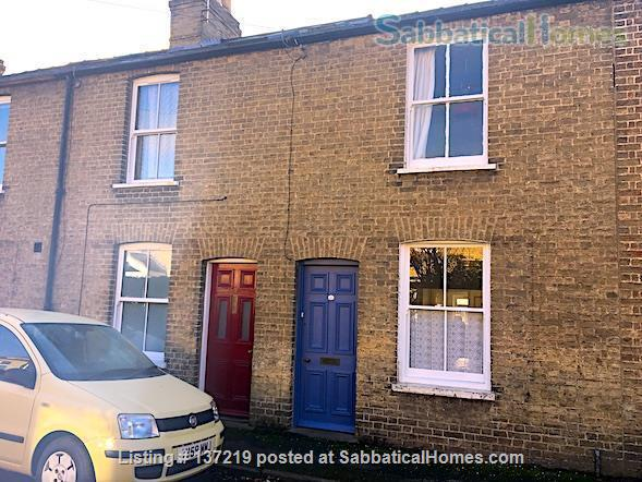 House in great location with lovely south facing outlook adjoining university playing fields. Home Rental in Cambridge, England, United Kingdom 6