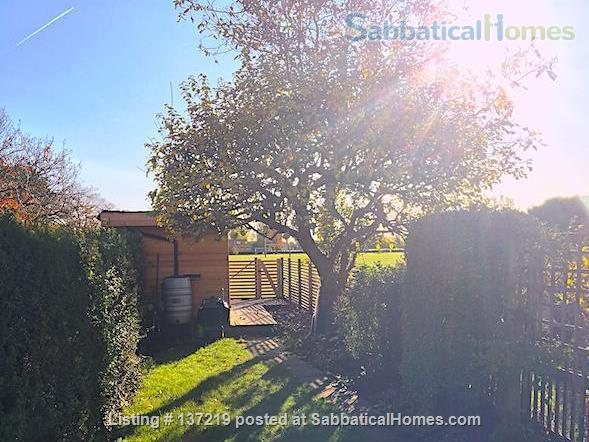 House in great location with lovely south facing outlook adjoining university playing fields. Home Rental in Cambridge, England, United Kingdom 7