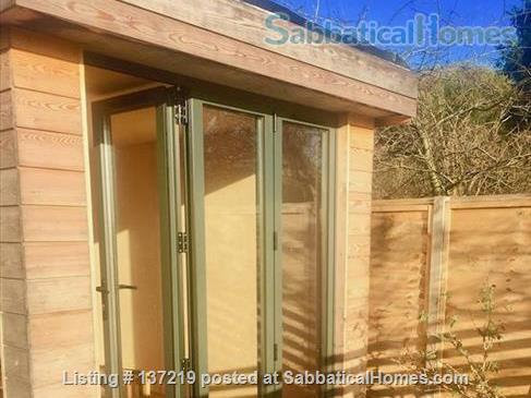 House in great location with lovely south facing outlook adjoining university playing fields. Home Rental in Cambridge, England, United Kingdom 8