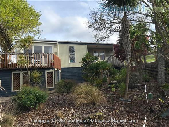 Sunny House in Henderson Valley Home Rental in Auckland, Auckland, New Zealand 1