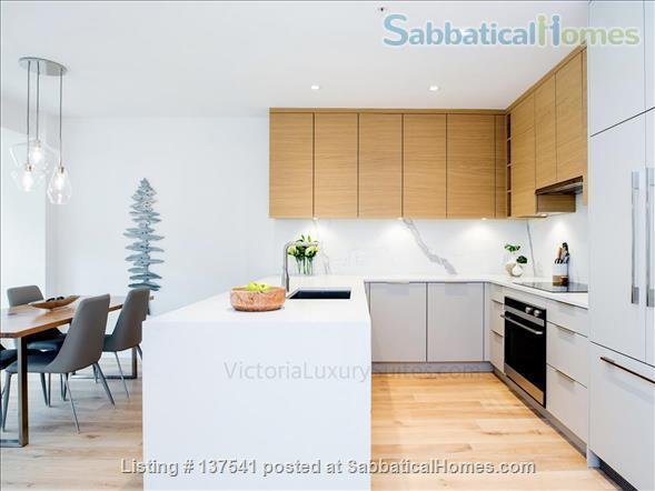 Luxury West Coast modern, furnished  1 bdrm suite, MONTHLY Rental  -  Beautiful walk to Ocean, Cook Street Village, Beacon Hill Park and to DT Victoria. Home Rental in Victoria, British Columbia, Canada 2