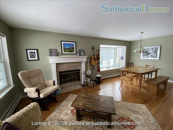 Beautiful Furnished House Close to University of Vermont Home Rental in South Burlington 1