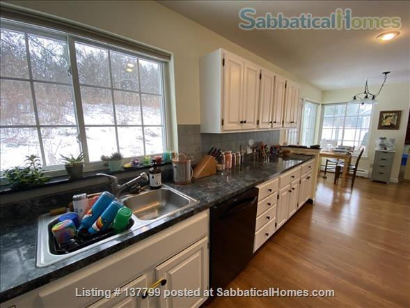 Beautiful Furnished House Close to University of Vermont Home Rental in South Burlington 3