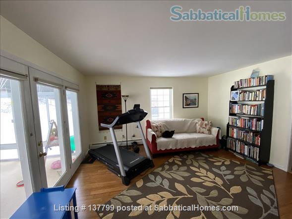 Beautiful Furnished House Close to University of Vermont Home Rental in South Burlington 4