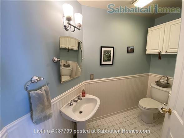 Beautiful Furnished House Close to University of Vermont Home Rental in South Burlington 5