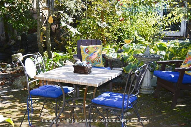Cambridge By the Sea Home Rental in Victoria, British Columbia, Canada 2
