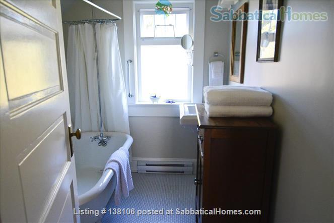 Cambridge By the Sea Home Rental in Victoria, British Columbia, Canada 4