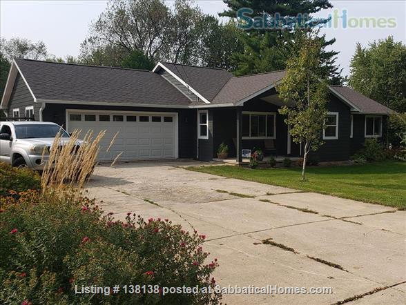 Charming 4-bedroom home fully furnished with big yard near UW-Madison Home Rental in Monona, Wisconsin, United States 1
