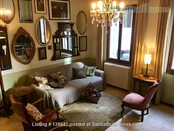 Spacious canal-side apartment in the Dorsoduro Home Rental in Venice, Veneto, Italy 1
