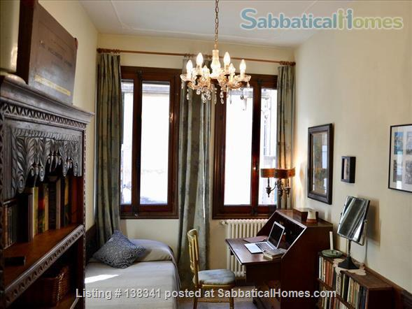 Spacious canal-side apartment in the Dorsoduro Home Rental in Venice, Veneto, Italy 2