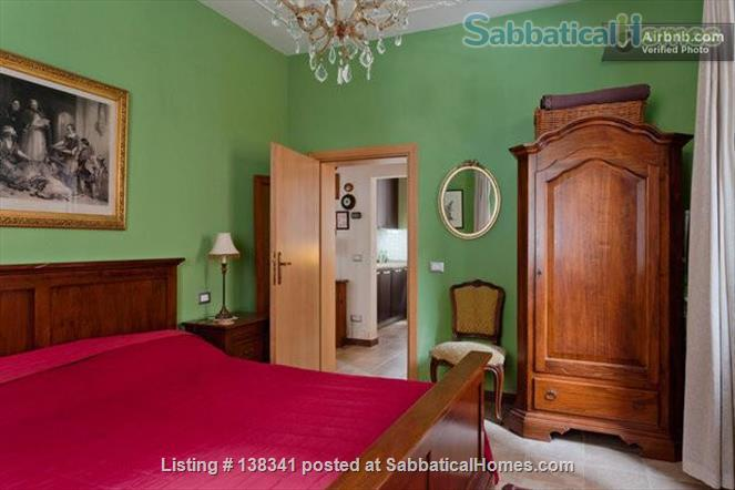 Spacious canal-side apartment in the Dorsoduro Home Rental in Venice, Veneto, Italy 3