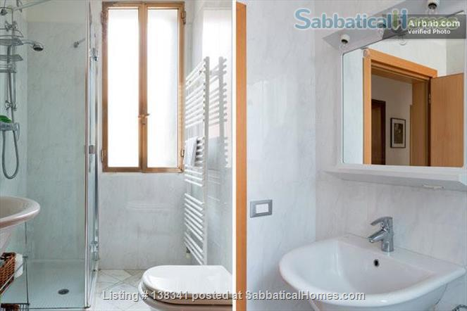 Spacious canal-side apartment in the Dorsoduro Home Rental in Venice, Veneto, Italy 8
