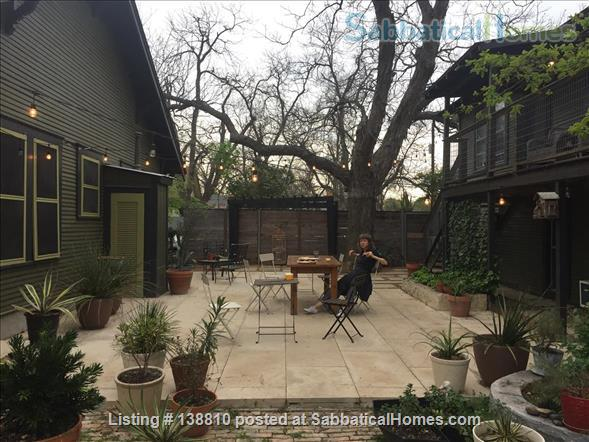 EAST AUSTIN ARTSY: 2BR/2B BUNGALOW Home Rental in Austin, Texas, United States 9