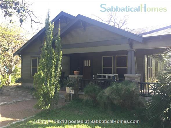 EAST AUSTIN ARTSY: 2BR/2B BUNGALOW Home Rental in Austin, Texas, United States 1