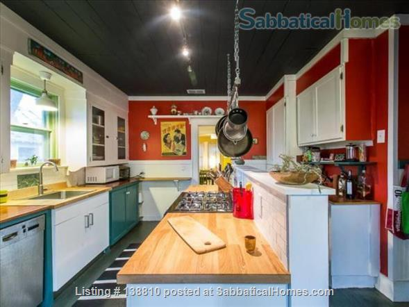 EAST AUSTIN ARTSY: 2BR/2B BUNGALOW Home Rental in Austin, Texas, United States 2