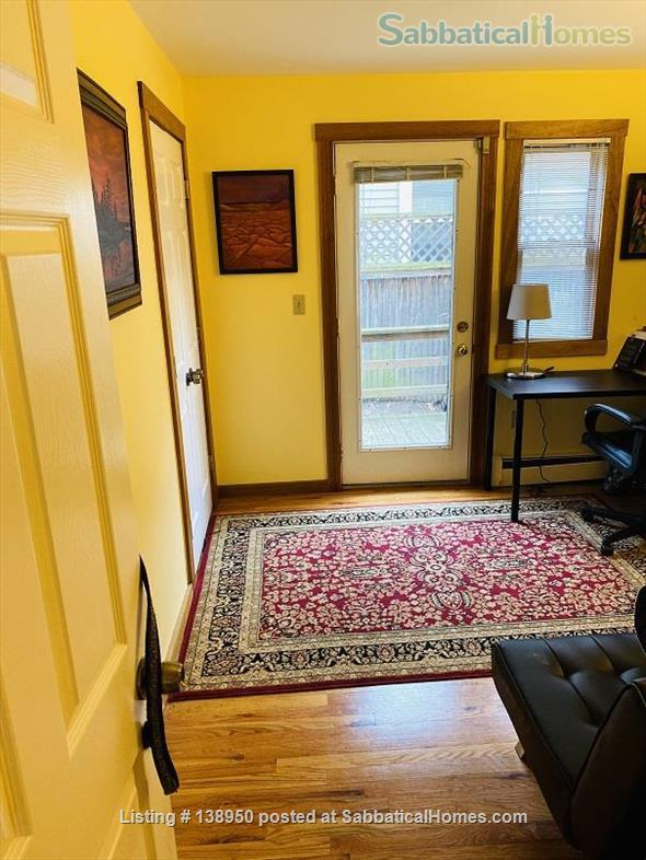 Fully furnished comfortable 3 bed 2 bath townhouse on very quiet street in  Inman Square Home Rental in Cambridge, Massachusetts, United States 9