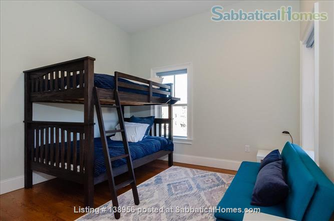 Luxury 3 bedroom 2 bath Penthouse with off street parking  Home Rental in Cambridge, Massachusetts, United States 8