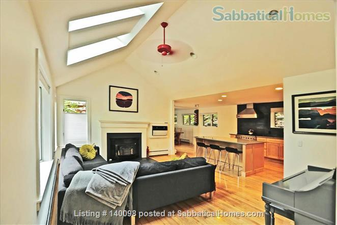 Gorgeous Contemporary Northampton MA Home Rental in Northampton, Massachusetts, United States 1