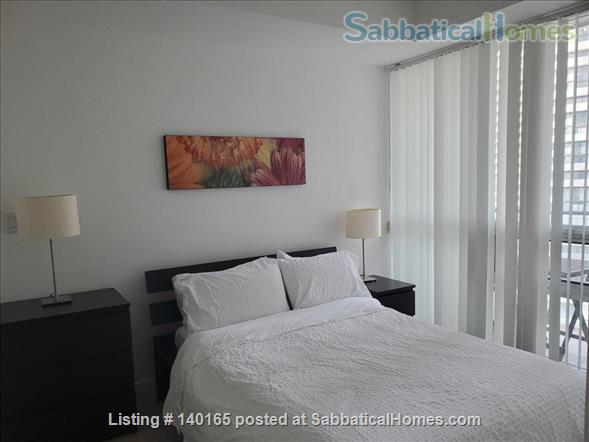 Downtown Furnished 2 Bedrooms + Large Den,  2 Bathrooms next to Union subway, Harbourfront Home Rental in Toronto 4