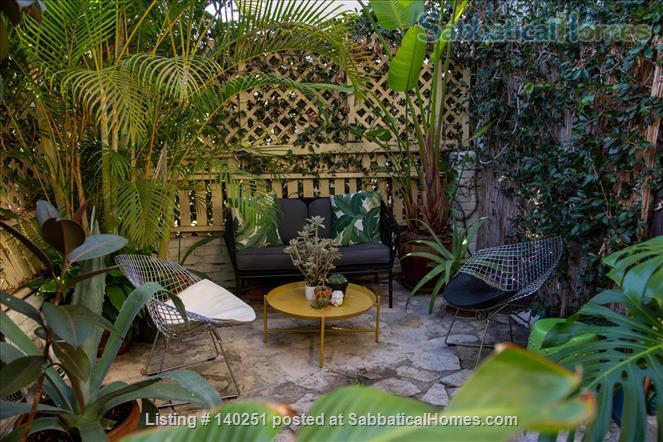 COZY BEDROOM IN A HISTORIC LA NEIGHBORHOOD Home Rental in Los Angeles, California, United States 9