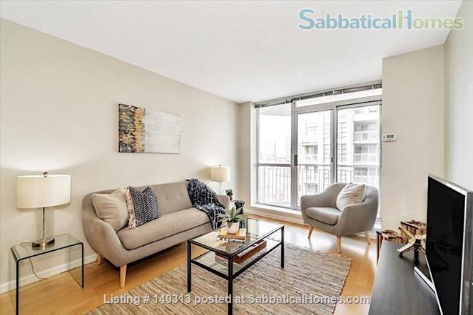 Bright 1 Bedroom + Den Condo in the Heart of King West Home Rental in Toronto, Ontario, Canada 4