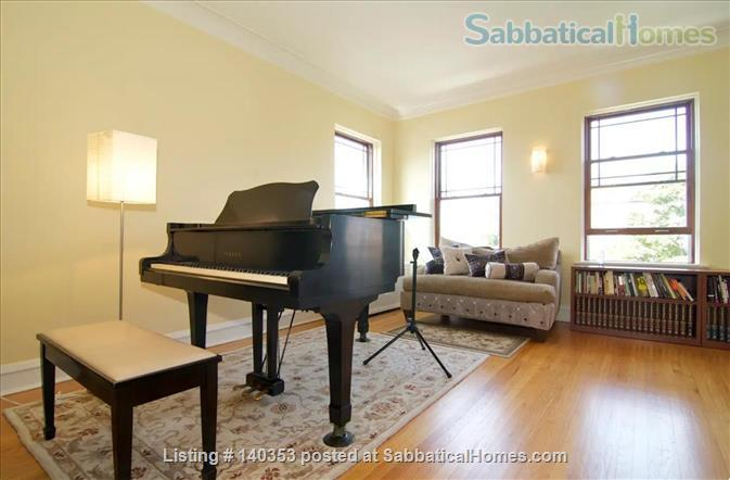 SUBLIME 27 WINDOW PENTHOUSE WITH A COVERED GARAGE IN WEST ROGERS PARK Home Rental in Chicago, Illinois, United States 2