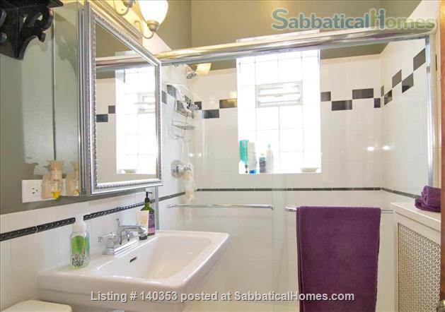 SUBLIME 27 WINDOW PENTHOUSE WITH A COVERED GARAGE IN WEST ROGERS PARK Home Rental in Chicago, Illinois, United States 6