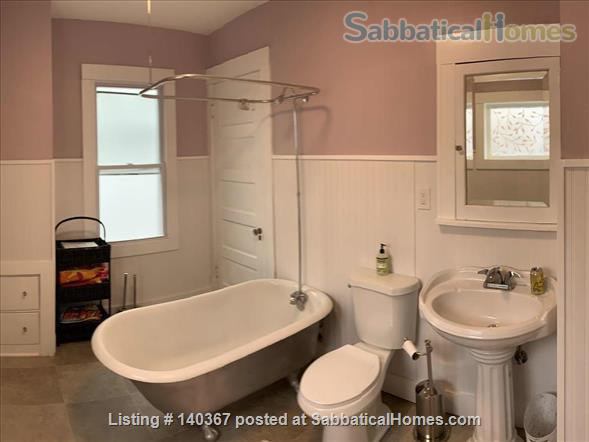3 BR house close to UWM, Marquette, Lake Michigan, parks, beaches Home Rental in Milwaukee, Wisconsin, United States 7