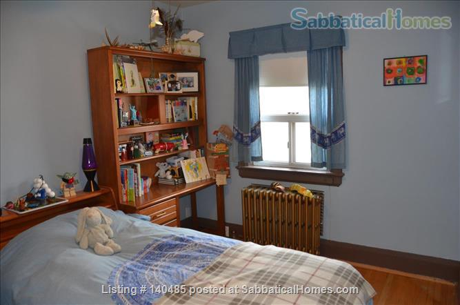 Warm, 3BR/2Bath furnished home w/ finished basement in a walkable neighbourhood Home Rental in Toronto, Ontario, Canada 6