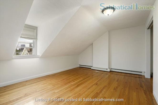 Beautiful duplex, centrally located, 3 bedrooms,  2 bathrooms (1 master)! Home Rental in Cambridge, Massachusetts, United States 5