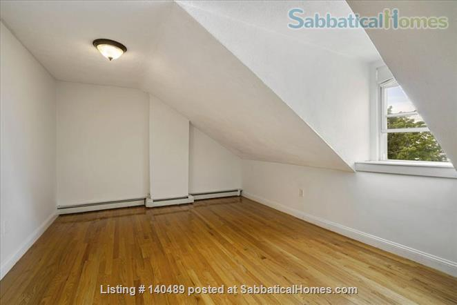 Beautiful duplex, centrally located, 3 bedrooms,  2 bathrooms (1 master)! Home Rental in Cambridge, Massachusetts, United States 6