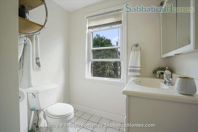 Beautiful duplex, centrally located, 3 bedrooms,  2 bathrooms (1 master)! Home Rental in Cambridge, Massachusetts, United States 7