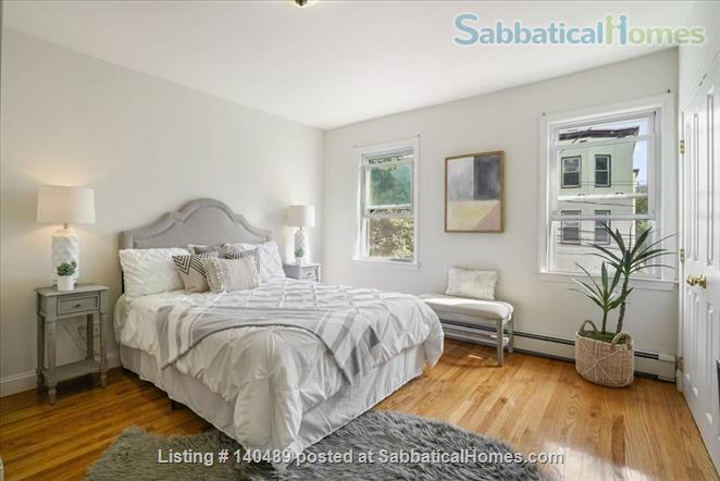 Beautiful duplex, centrally located, 3 bedrooms,  2 bathrooms (1 master)! Home Rental in Cambridge, Massachusetts, United States 8