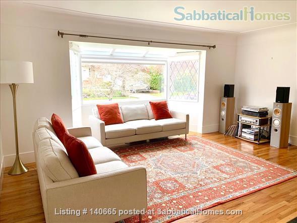 Fantastic 3 bedroom home in beautiful Victoria Home Rental in Victoria, British Columbia, Canada 2