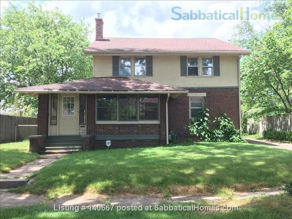 Charming & Comfy House Close to Notre Dame Home Rental in South Bend, Indiana, United States 1