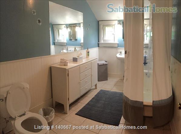 Charming & Comfy House Close to Notre Dame Home Rental in South Bend, Indiana, United States 5