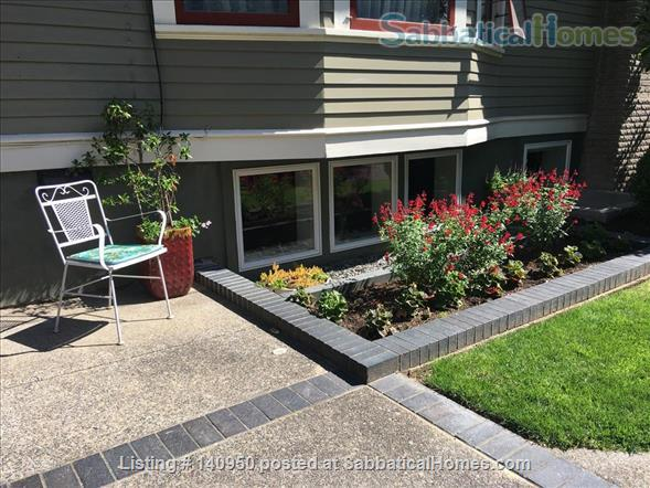 Clean Comfortable 2 BR Apartment in Quiet Northeast Portland Neighborhood Home Rental in Portland, Oregon, United States 9