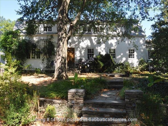 Beautiful neighborhood; walking distance to metro, restaurants Home Rental in Arlington, Virginia, United States 1