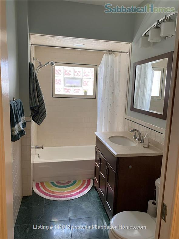 Gorgeous greystone duplex in a wonderful neighborhood one block from a great public school  Home Rental in Chicago, Illinois, United States 6
