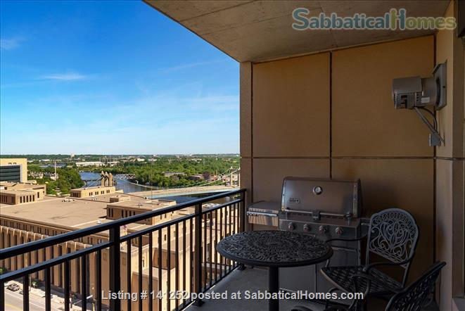 Furnished 2+Den with Skyline views in Downtown Minneapolis  Home Rental in Minneapolis, Minnesota, United States 3