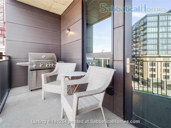 2BR+Den Condo with amazing finishes and view close to U of M: West Bank Home Rental in Minneapolis, Minnesota, United States 8