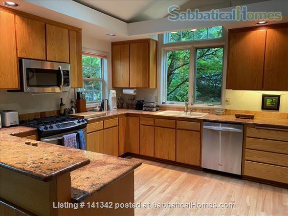 Elegant 3 level home in wooded garden setting 1.5 mi. from U of O Home Rental in Eugene, Oregon, United States 3